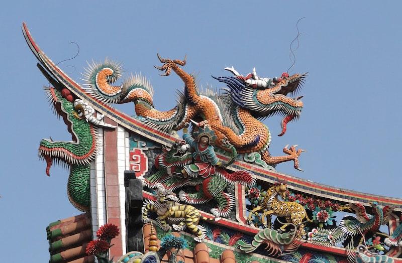 dragon sur un temple asiatique